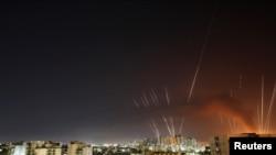 以色列城鎮2021年5月12日清晨繼續受到來自加沙的火箭彈襲擊。(路透社)