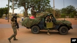 French soldiers stand at a crossroads as they arrive in the city of Sevare, about 620 kilometers north of Bamako, Mali, January 25, 2013.