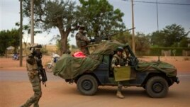 Sojojin Faransa, lokacin da suka isa garin Sevare, kilomita 620 a arewa da Bamako, babban birnin Mali, Jumma'a 25 Janairu 2013
