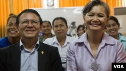 Kem Sokha, CNRP president, is pictured with Mu Sochua, CNRP vice president, at the party's headquarters in Phnom Penh, Cambodia, Wednesday, August 10, 2016. ( Leng Len/VOA Khmer)