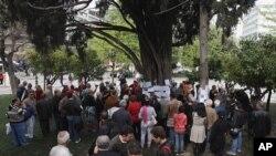 Dân chúng tụ tập tại quảng trường Syntagma, trong thủ đô Athens, nơi ông Christoulas tự sát