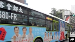竞选广告随着公车满街跑