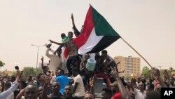 Waandamanaji Sudan wanaosisitiza jeshi likabidhi utawala kwa raia