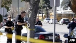 Полицейское оцепление около школы в Гардене (Калифорния)