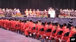 波士顿大学毕业典礼。美中教育基金资助该校学生到中国留学
