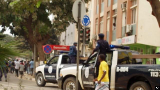 A polícia pronta a actuar nas manifestações de 4 de Setembro do ano passado (Foto de Arquivo)