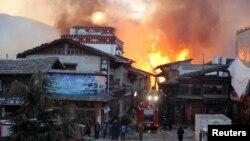 雲南省俱有千年曆史的著名旅遊景點香格里拉縣獨克宗古城遭大火燒毀