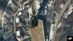 Foto satelit memperlihatkan stasiun peluncuran roket Sohae di Tongchang-ri, Korut. DK PBB diperkirakan memperketat sanksi terhadap Korut sehubungan dengan peluncuran roket Korut itu.