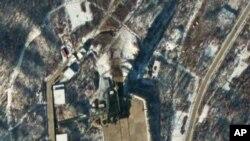 Ảnh vệ tinh chụp địa điểm phóng hỏa tiễn Sohae ở Tongchang-ri, Bắc Triều Tiên, 54 phút sau vụ phóng hỏa tiễn tầm xa Unha-3, ngày 12/12/2012.