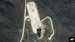 Ảnh vệ tinih do DigitalGlobe cung cấp cho thấy trung tâm phóng vệ tinh Tonghae trên bờ biển phía tây bắc Triều Tiên