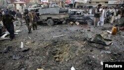Binh sĩ bán quân sự Pakistan tại hiện trường vụ nổ ở Quetta, ngày 10/1/2013.