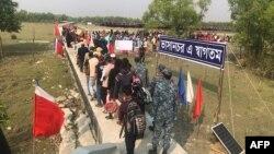 Bhasan Char ကၽြန္းသို႔ Rohingya ဒုကၡသည္ေတြ ေျပာင္းေရႊ႕တဲ့ ျမင္ကြင္း။ (ဒီဇင္ဘာ ၀၄၊ ၂၀၂၀)