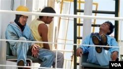 """Los 20 tripulantes del carguero nipón de bandera panameña """"Izumi"""" también fueron puestos en libertad."""