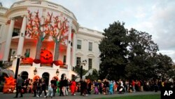 """Unas 200 calabazas se utilizaron para adornar la mansión presidencial, durante la celebración del """"Noche de Brujas""""."""