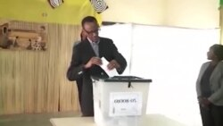 Paul Kagamé vote au référendum