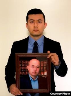 Kamalturk Yalqun holds a picture of his father, Yalqun Rozi, in Philadelphia in 2019. (Photo courtesy of Kamalturk Yalqun)