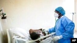 """Les hôpitaux de Dakar sont """"proches de la saturation"""" à cause d'un afflux de cas covid"""