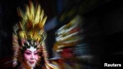Nyu Yorkda çinli-amerikalılar Ay təqviminə əsasən Yeni İlin gəlişini festivalda bayram edirlər