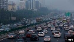 2015年10月7日北京PM2.5指标为每立方米300微克以上时北京街头的景象。