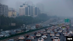 Vehicles go through a main road while the PM2.5 Air Quality Index reaches more than 300 in Beijing, China, October 7, 2015.