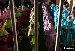 İran məktəblərində tətbiq olunan yeni dil testi milli azlılqar tərəfindən hiddətlə qarşılanır.