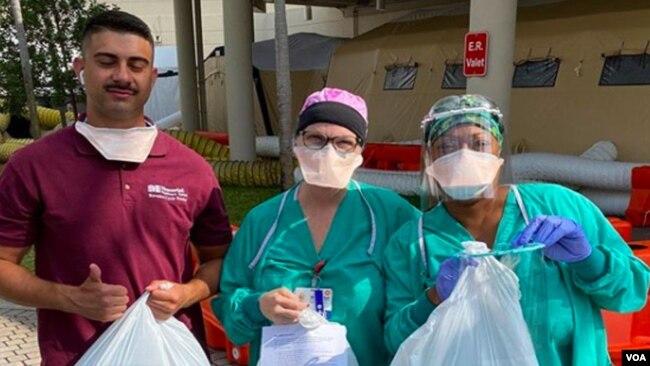 Las máscaras que fabrica Ricardo Molas son para distribuir, sin costo alguno, a los hospitales de Estados Unidos y América Latina, donde muchos médicos están al frente de la batalla contra el coronavirus.