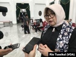 Direktur RS Hasan Sadikin dr. Nina Susana melaporkan sejumlah warga mulai datang memeriksakan diri. (Foto: VOA/Rio Tuasikal)