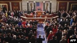 Kongresi i ri lexon Kushtetutën amerikane dhe shkurton buxhetin e tij