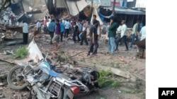 人们聚集在爆炸现场(2015年9月12日)