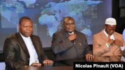 Dieudonné Nzapalainga, Nicolas Guérékoyame Gbangou et Omar Kobine Layama dans les studios de la VOA, Washington, 19 mars 2014