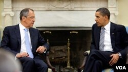 El ministro ruso Sergey Lavrov junto al presidente estadounidense Barack Obama.