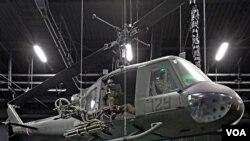 """El """"Huey"""" fue el icónico helicóptero de la guerra de Vietnam. Los helicópteros llegaron a Vietnam en 1962 como ambulancias aéreas."""