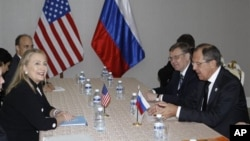 US Secretary of State Clinton, left, meets with Russian Foreign Minister Lavrov in Phnom Penh, Cambodia, Nov. 20, 2012