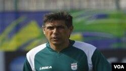 Pelatih timnas Iran Afshin Ghotbi mempersiapkan tim asuhannya untuk menghadapi Irak dalam partai pembukaan Grup D Piala Asia.