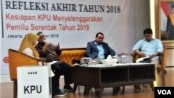 Refleksi Akhir Tahun, Kesiapan KPU menyelenggarakan pemilu serentak 2018di kantor KPU, Rabu (18/12). (VOA/Fathiyah)