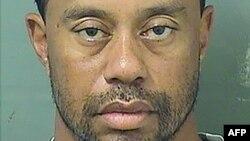 Foto de la ficha policial de Tiger Woods, detenido el 29 de mayo por conducir bajo la influencia de una sustancia controlada.