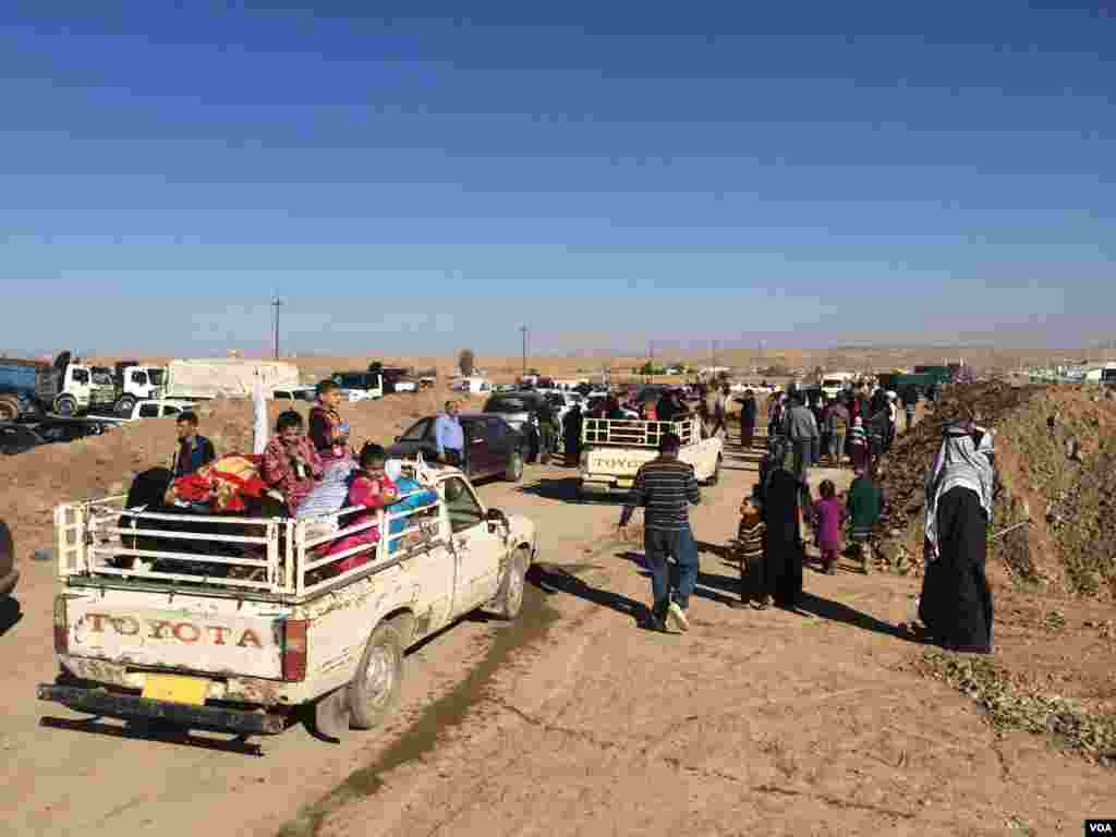 Many arriving families found relatives either in the camp or waiting in the parking lot, after more than two years of separation on Nov. 3, 2016, at the Khazir camp in Kurdish Iraq. (H.Murdock/VOA)