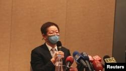 台積電董事長劉德音在6月9日股東常會後接受媒體提問。 (美國之音李玟儀拍攝)