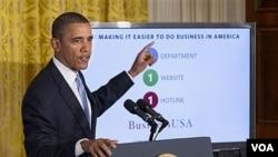 Presiden AS Barack Obama menyampaikan pidato mengenai reformasi pemerintahan di Ruang Timur, Gedung Putih, Jumat (13/1).