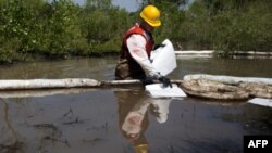 Утечка нефти под рекой Йеллоустон в штате Монтана