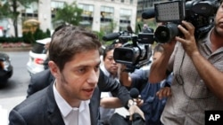 Argentine Economy Minister Axel Kicillof, left, arrives for negotiations to discuss a resolution to Argentina's debt problem with U.S. hedge funds to avoid a default ahead of a July 30 deadline in New York, July 29, 2014.