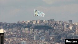 A helicopter carrying an election banner of Turkey's ruling AK Party (AKP) mayoral candidate and current mayor Melih Gokcek flies over Ankara, March 18, 2014.