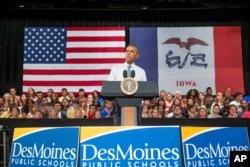 Barak Obama Ayovada məktəblilər önündə çıxış edərkən