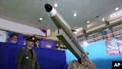 이란 국방부가 지난해 8월 신형 단거리 탄도미사일 '파테흐 모빈(빛나는 정복자)'을 공개했다. (자료사진)