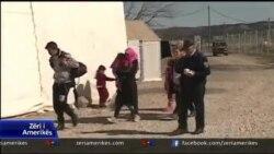 Emigrantët e bllokuar në kufirin Maqedoni-Greqi