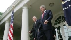 جرج بوش رئیس جمهوری سابق آمریکا و معاونش دیک چینی