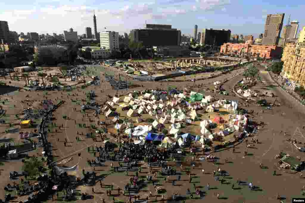 Protesters gather in Tahrir Square in Cairo, Egypt, December 11, 2012.