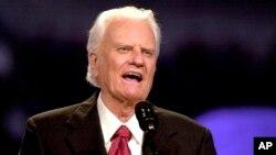 지난 2002년 10월 텍사스 어빙에서 연설하는 빌리 그레이엄 목사.