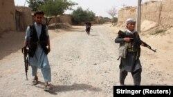 Oružane afganistanske snage patroliraju na periferiji provincije Takhar, Afganistan 11. juli 2021.