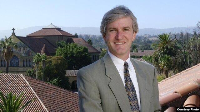 Giám đốc Chương trình Luật Quốc tế và Đối chiếu của Trường Luật Đại học Stanford (Hoa Kỳ), Giáo sư Allen Weiner
